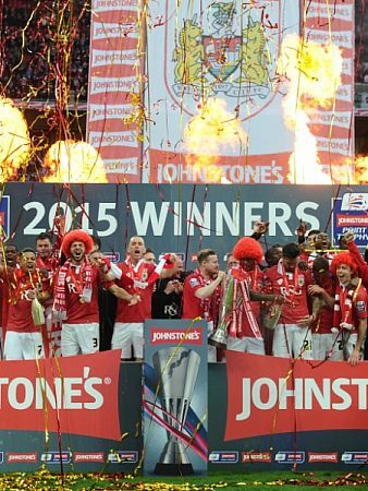 Bristol City Players celebrate with the JPT Trophy - Photo mandatory by-line: Joe Meredith/JMP - Mobile: - 22/03/2015 - SPORT - Football - London - Wembley Stadium - Bristol City v Walsall - Johnstone Paint Trophy Final