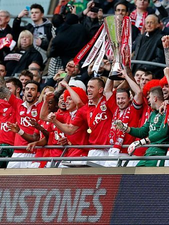 Bristol City captain Aaron Wilbraham and his teammates win the match 2-0 - Photo mandatory by-line: Rogan Thomson/JMP - - 22/03/2015 - SPORT - FOOTBALL - London, England - Wembley Stadium - Bristol City v Walsall - Johnstone's Paint Trophy Final