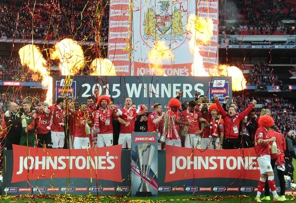 Bristol City Players celebrate with the JPT Trophy - Photo mandatory by-line: Joe Meredith/JMP -22/03/2015 - SPORT - Football - London - Wembley Stadium - Bristol City v Walsall - Johnstone Paint Trophy Final
