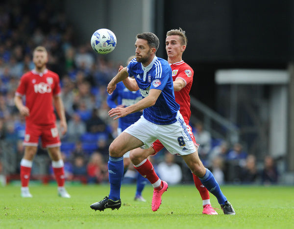 Joe Bryan of Bristol City closes down former team mate Cole Skuse of Ipswich Town - Mandatory byline: Dougie Allward/JMP - - 26/09/2015 - FOOTBALL - Portman Road - Ipswich, England - Ipswich Town v Bristol City - Sky Bet Championship